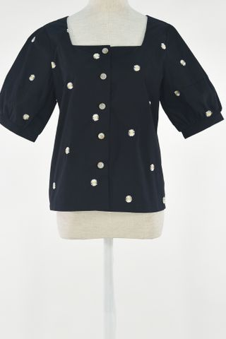 EMBROIDERY DAISY PUFFY SLEEVE BUTTON TOP